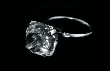 Foto di un anello con diamanti Archivio Fotografico - 415736