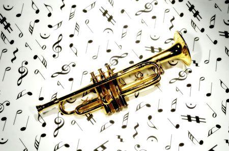 letras musica: Foto de una trompeta en Notas Musicales Foto de archivo