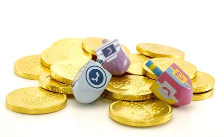 Foto de un Dreidel y Gelt (Candy Monedas) - Chanukah objetos relacionados con  Foto de archivo - 655362