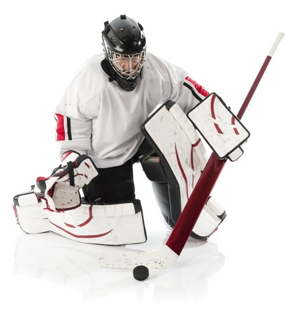 hockey sobre hielo: Guardameta de hockey sobre hielo bloqueando un puck con palo. Foto sobre fondo blanco