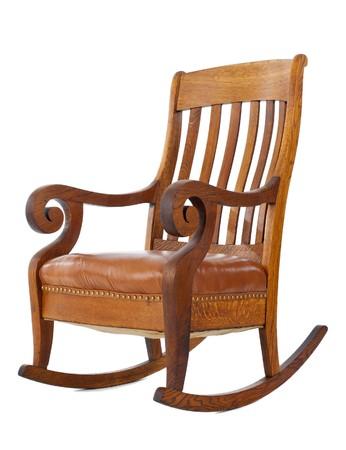 silla de madera: Antig�edad mecedora de madera aislada sobre fondo blanco