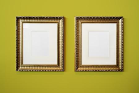 rectangulo: Marco de oro y la textura de la pared de la foto
