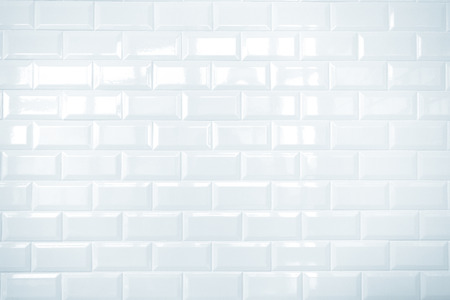 Weiße Keramik Backstein Ziegel Wand, sauber Standard-Bild - 28081696