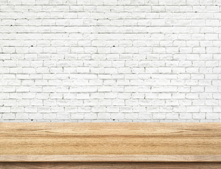 Empty wood table and white brick wall in background. product display template Foto de archivo