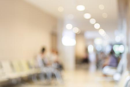 visitador medico: Paciente espera borrosa en el hospital