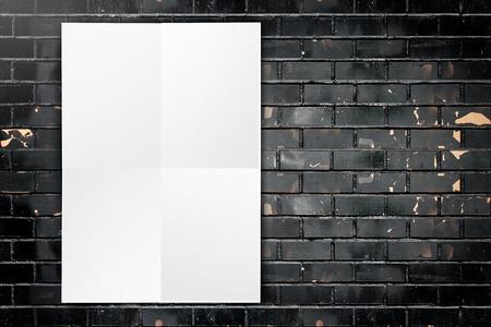 #39309404   Schwarz Weiß Papier Plakat Hängen Am Grunge Schwarze Mauer,  Template Mock Up Für Ihren Text Hinzufügen