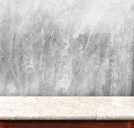 canicas: Mesa de mármol con la pared de concreto, interior vacío para mostrar su producto, presentación de negocios
