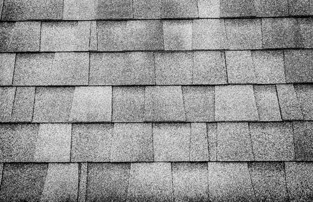 Zwart-wit foto, close-up dak tegel textuur achtergrond. Stockfoto