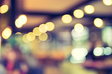 fondo: Fondo borroso: Cliente en el café fondo borroso de luz bokeh, filtro de la vendimia.