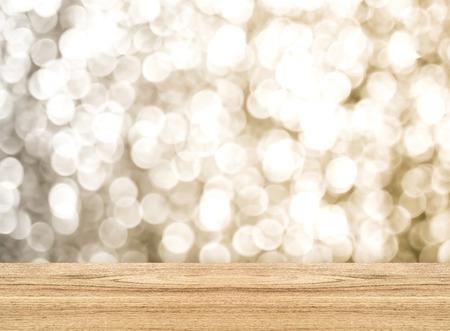 空に輝くボケ壁と木の板の床、モック製品の表示のためにテンプレートの観点部屋。 写真素材