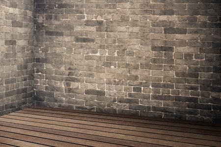 Lege bakstenen muur en houten plankvloer interieur in perspectief, Mock up voor het weergeven of montage van het product