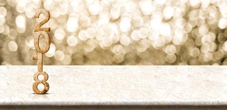 Bonne année 2018 bois numéro (rendu 3d) sur la table de marbre avec mur étincelant bokeh or, bannière panoramique pour l'affichage ou le montage de produit pour la promotion de vacances et de la publicité pour le contenu en ligne. Banque d'images - 84851780
