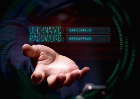 Pirata cibernético pirata cibernético que usa el teléfono móvil y la piratería de internet en el ciberespacio para el nombre de usuario y la contraseña, concepto de seguridad de datos personales en línea.