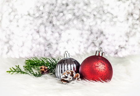 Christmas decoration ball on white fur at silver bokeh light background,Holiday greeting card. Standard-Bild - 113445055