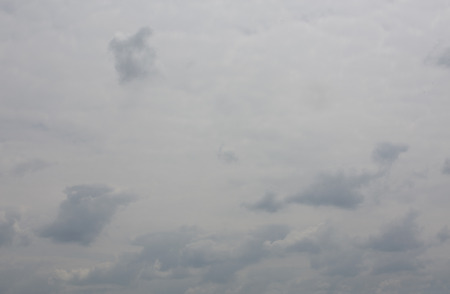 discreto: Sky with clouds. Overcast skies. Cloudy sky monumental. Average descreet sky. Clouds with blue parts. High resolution skies.