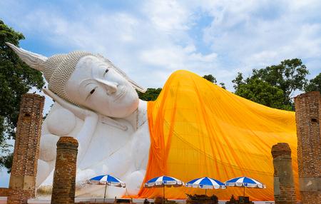 Reclining white buddha in Wat khunin temple, Angthong , Thailand