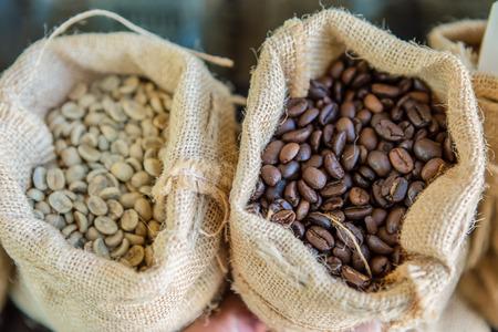 freshly roasted coffee beans in a jute bag Standard-Bild