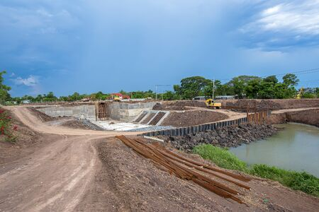 This is the construction of a large floodgates in Thailand 版權商用圖片 - 147918173