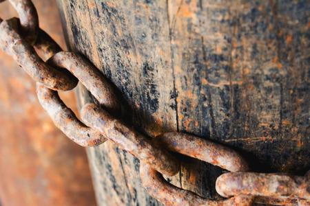 cadenas: Encadenamiento oxidado viejo