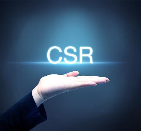 csr: Persona de negocios que levanta la mano con el concepto de RSC Responsabilidad Social Corporativa Foto de archivo