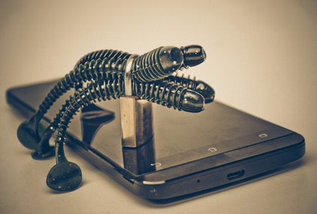 backdoor: Countermeasure to deal with worms attacking smartphone