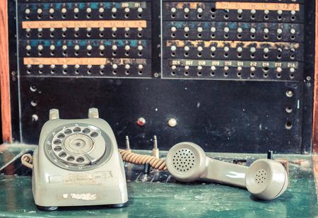 alte Telefon mit Telefonistin