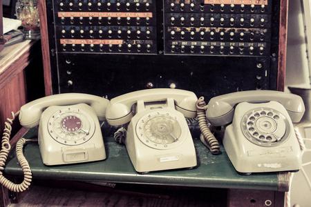 vieux téléphone avec standardiste
