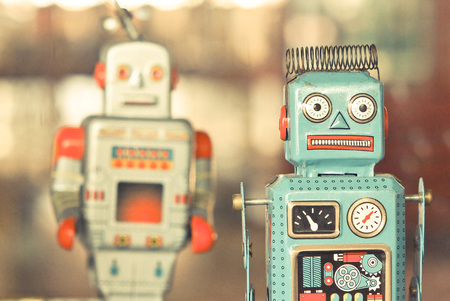 grabado antiguo: juguetes viejos robots clásicos