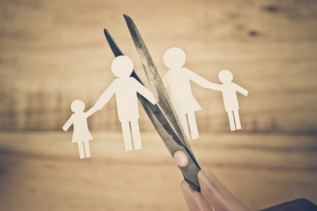 Scissors cutting paper cut of family / Broken family concept / divorce Stockfoto