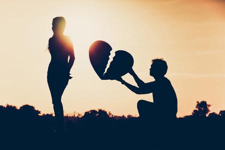 donna innamorata: amore difficile e concetto di rapporto Archivio Fotografico