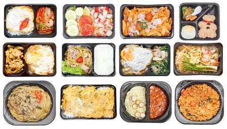 Diferentes tipos de comida para llevar en recipientes para microondas vendidos en tiendas convenientes Foto de archivo - 64599361