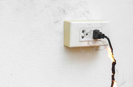電気短絡電力線の電気的不良焼け/