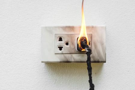 Elektrische kortsluiting  Elektrische storing waardoor de brandstof verbrand wordt