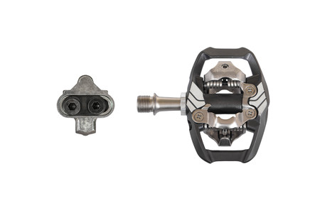 Clipless pedal and cleat for mountain bike