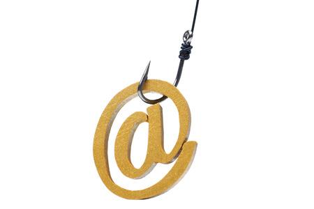 Een vis haak met e-mail teken  Online fraude  Email phishing aanval concept Stockfoto