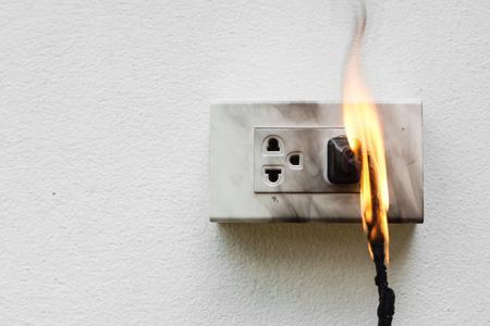 Spięcie elektryczne / awaria elektryczna spowodowana wypaleniem przewodu elektrycznego