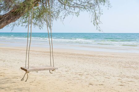 A swing under the tree at the beach of Thailand Standard-Bild - 126832422