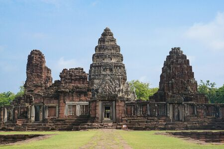 Phimai Historical Park, one of the largest Khmer temples in Nakhon Ratchasima province, Thailand Standard-Bild - 128335355