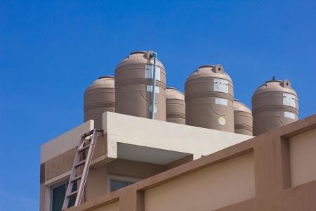 水タンクの上の建物の上 写真素材