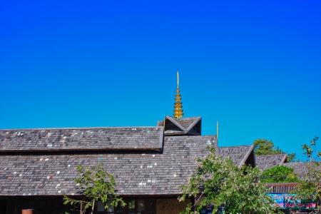 Thai roof and the Pagoda in the blue sky Banco de Imagens - 23903772