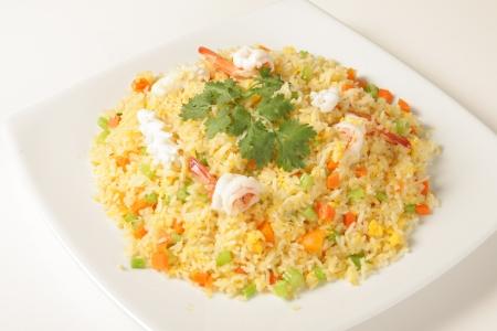 arroz blanco: Arroz frito con camarones Alimentos de Tailandia Foto de archivo