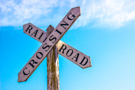 Old Wooden Railroad Crossing Sign Banco de Imagens - 73623006