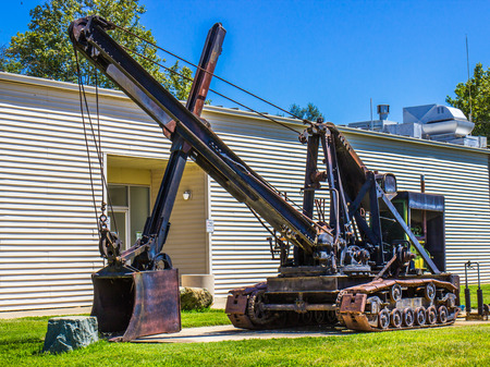 Vintage Steam Shovel With Treads