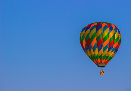Ballon à air chaud multicolore Banque d'images - 85846718