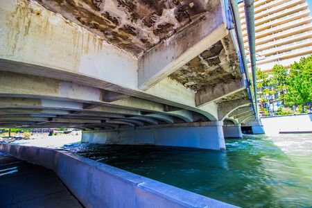 Pathway Underneath Bridge Leading Into Reno, Nevada Stockfoto