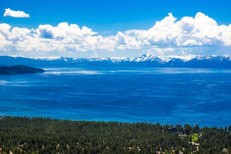 Shoreline And Snow Covered Mountains At Lake Tahoe Stockfoto