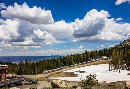 Modern Conveyor Ski Lift At Ski Resort In Springtime Stockfoto