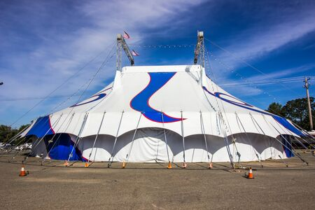 Blue & White Circus Canvas Tent Stockfoto