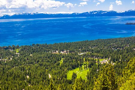 Blue Waters And Shoreline Of Lake Tahoe In Spring Stockfoto