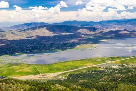Panoramic View Of Vast Valley, Large Lake And Mountain Range Stockfoto